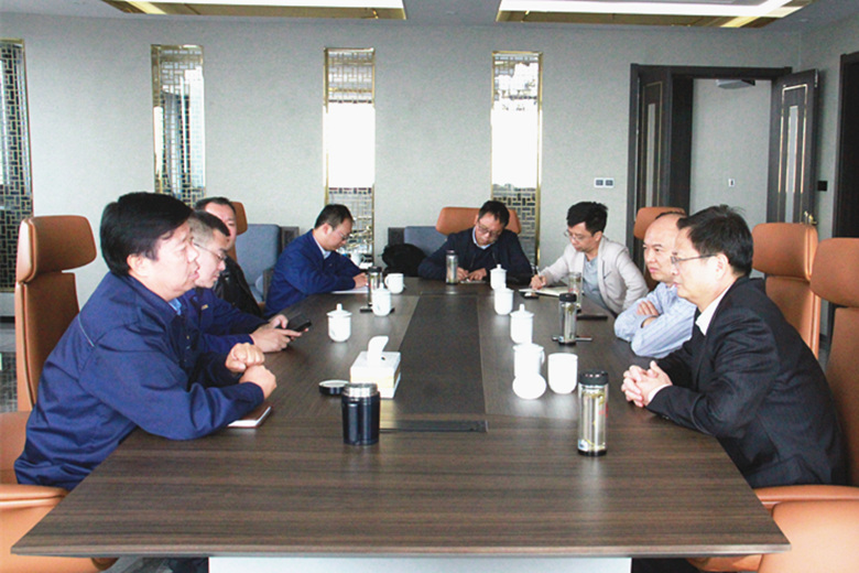 广物控股集团副总经理罗荣光一行到公司考察